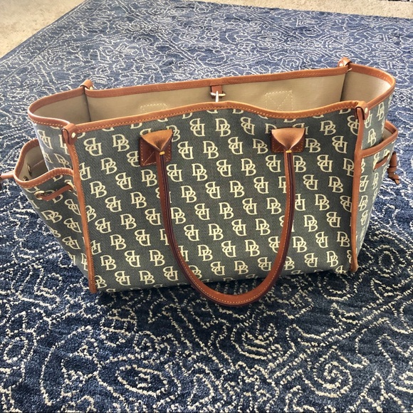 Dooney & Bourke Handbags - Dooney & Bourke Tote